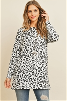 C82-A-1/S10-1-3-RFT2388-RAP096-OFWBK - OVERSIZED ANIMAL PRINT LONG SLEEVED TOP WITH SIDE SLIT- OFF-WHITE/BLACK 1-2-2-2
