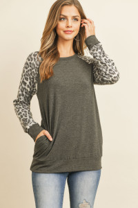 S11-19-3-RFT2621-RAP125C-CHLGY - LEOPARD CONTRAST SLEEVES TOP WITH INSEAM POCKET- CHARCOAL GREY 1-2-2-2