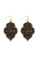 S24-7-5-TE9152BK - QUATREFOIL CORK HOOK EARRINGS - BLACK/6PCS