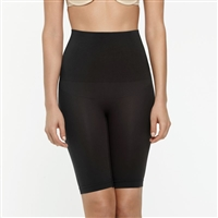 Black smooth and seam-free mid-waist shaping short