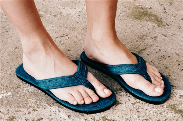 Vegan & Eco-friendly Denim Flip Flops - Blue