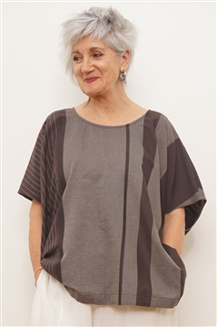 Moyuru brown cotton short wide top with short sleeves and side splits