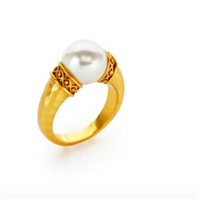 ladies gold ring with a pearl