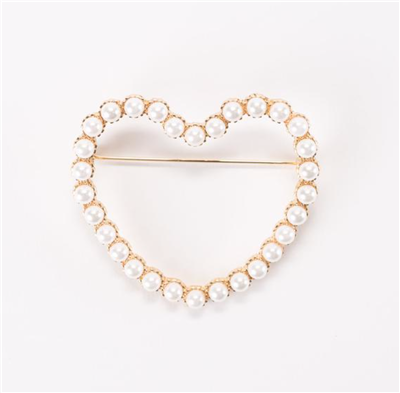 Ladies faux pearl heart pin in gold