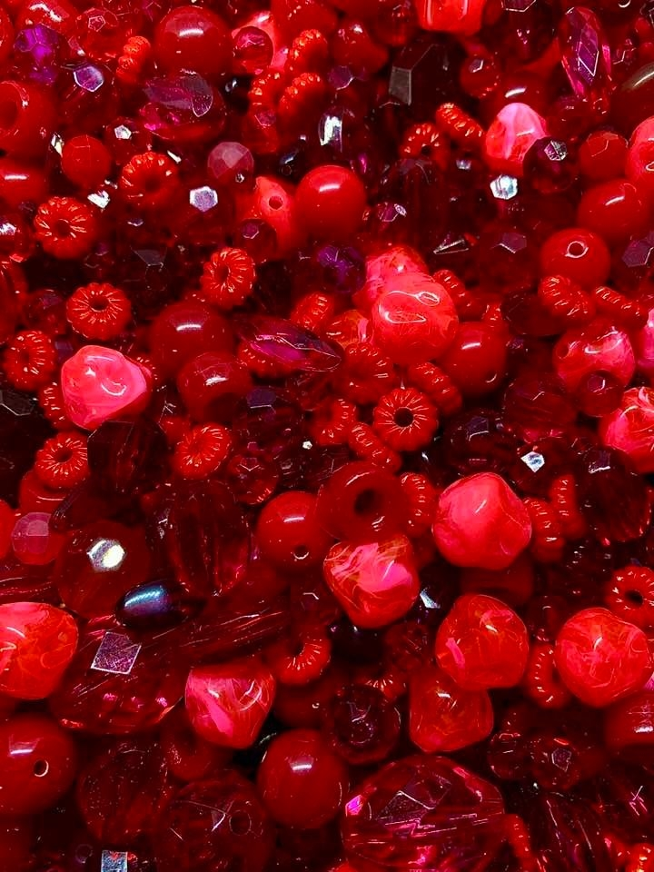 shades of red, candy red, vintage, BDCINCANDY, cinnamon, cinnamon candy, red hots, hot candy, candy colors, acrylic bead mix, vintage beads, limited edition, designer beads, B'sue bead mix, one of a kind, red, garnet, cherry, hot pink, coral, deep cherry