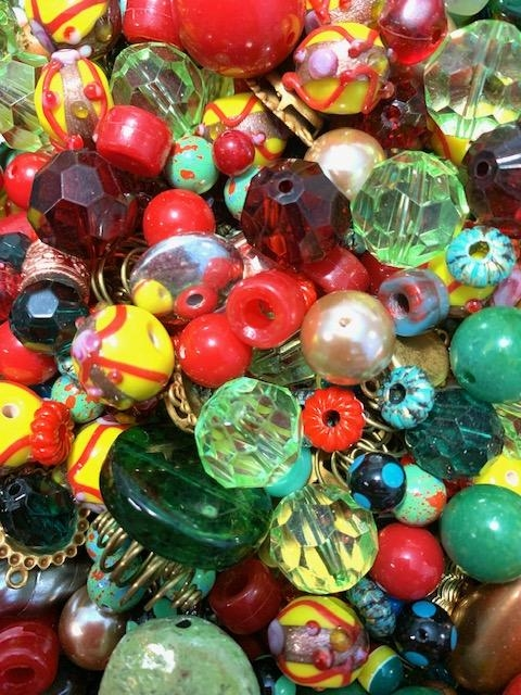 bead mix, vintage, confetti, colorful beads, old beads, lots of beads, memory wire bracelet, designing with beads, beading, B'sue, bead mixes, West German beads, one of a kind, lucite beads, polka dot beads, cheerio beads, mixed color beads