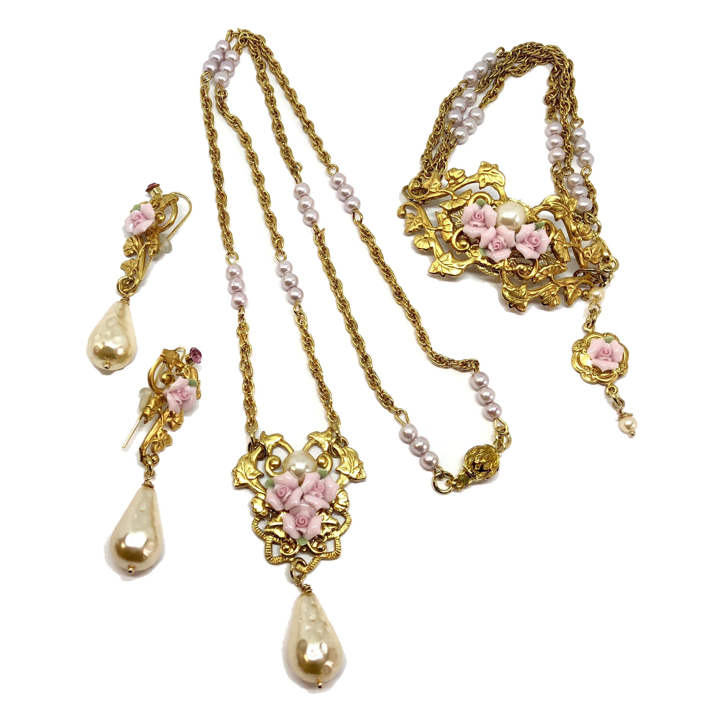Parure Set, Necklace, Bracelet, Earrings, 05360, pearl chain, bisque rose necklace, bsue boutiques, college necklace, necklace making, jewelry making, jewelry set, bsue boutiques, 3 piece jewelry set, classic gold jewelry, bisque rose jewelry set