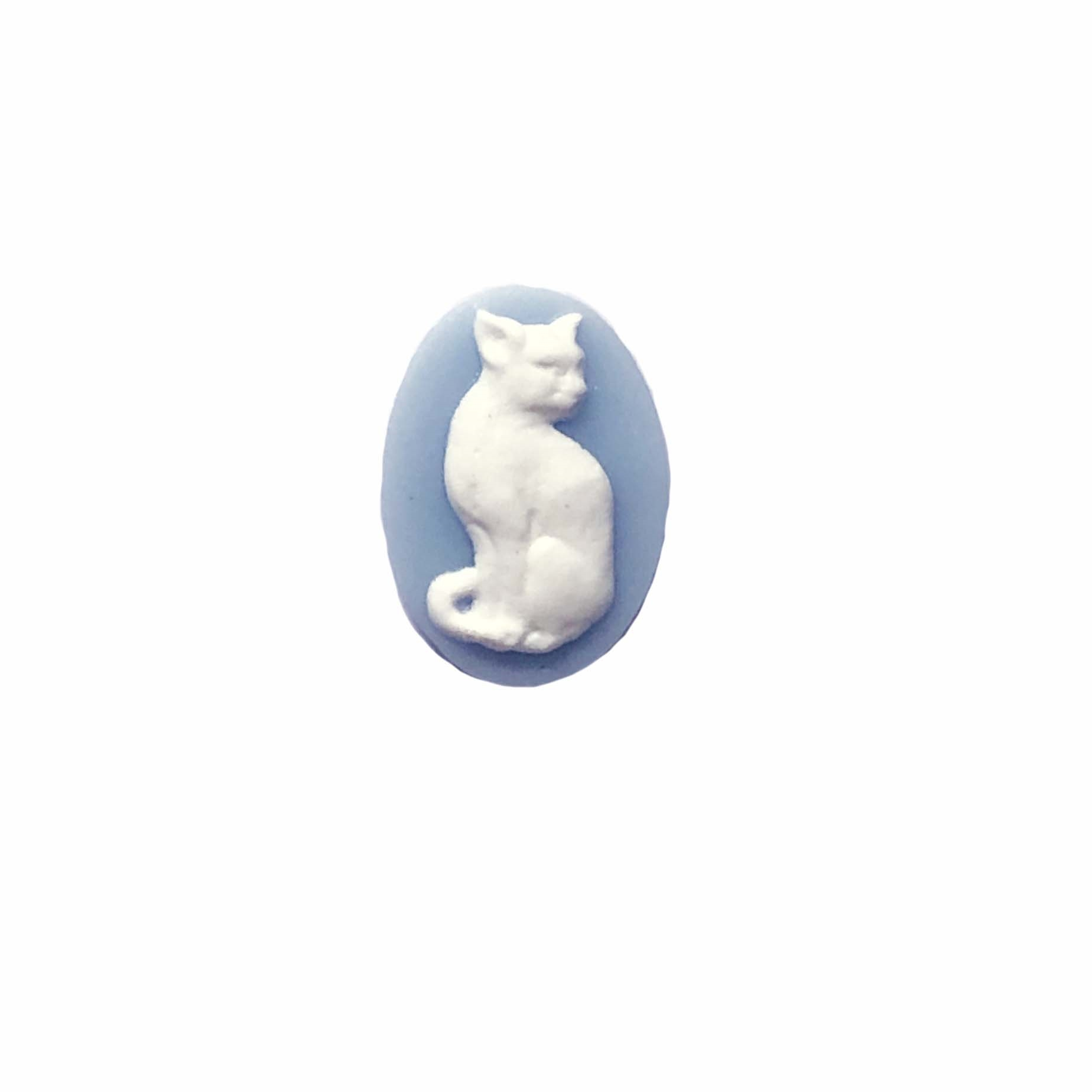 sitting kitty cameo, white and blue cameo, white on blue, cat cameo, cat, kitty, sitting kitty, imported resin, cameo, cat jewelry, 18x13mm, animal, blue, jewelry making, jewelry supplies, jewelry findings, B'sue Boutiques, 08873