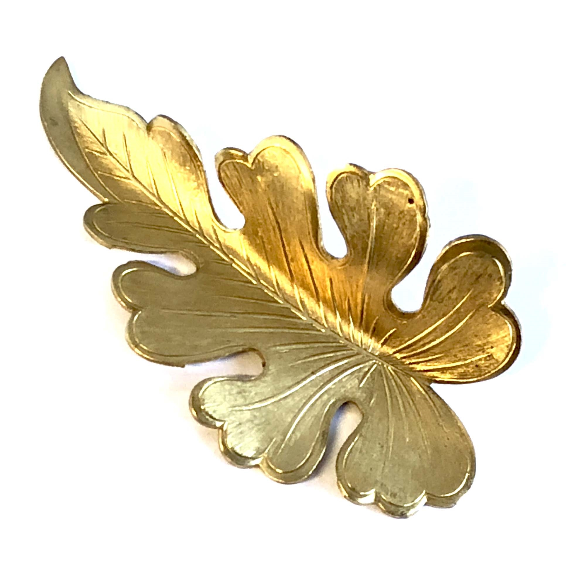 brass leaves, leaf stampings, raw brass, 08075, jewelry making supplies, vintage jewelry supplies, large leaf stampings, bsueboutiques, nickel free jewelry supplies, US made, lobed oak leaf, curved leaf, dapt leaf stamping