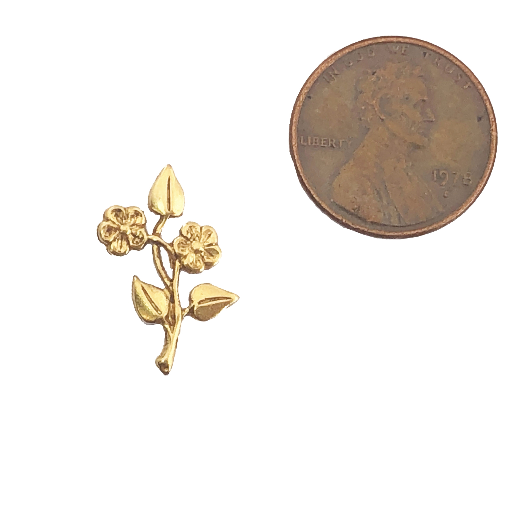 leaf stampings, floral stampings, classic gold, 09768, brass jewelry supplies, vintage jewellery supplies, B'sue Boutiques, nickel free, US made, beading supplies, rivet hole stampings, antique gold