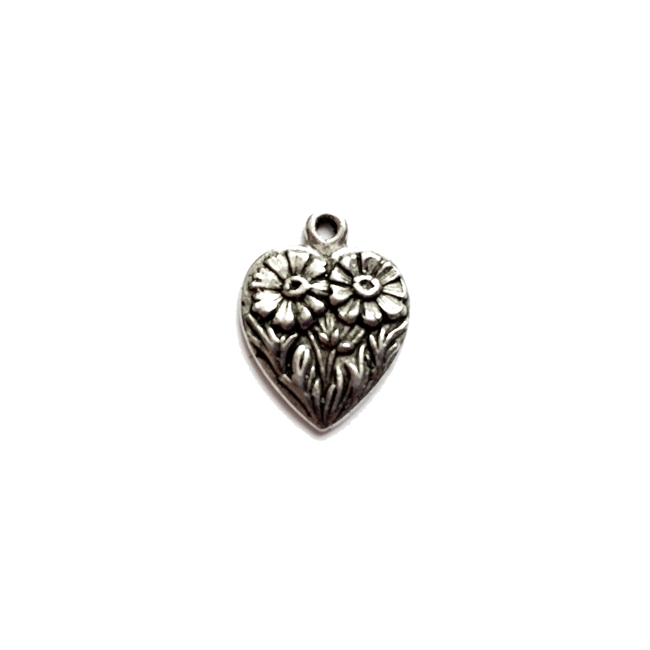 old silver pewter, daisy heart charms, 01014, heart charm, vintage, B'sue by 1928, lead free pewter castings, cast pewter jewelry findings, made in the USA, flower charm, heart charm, 1928 Company, B'sue Boutiques