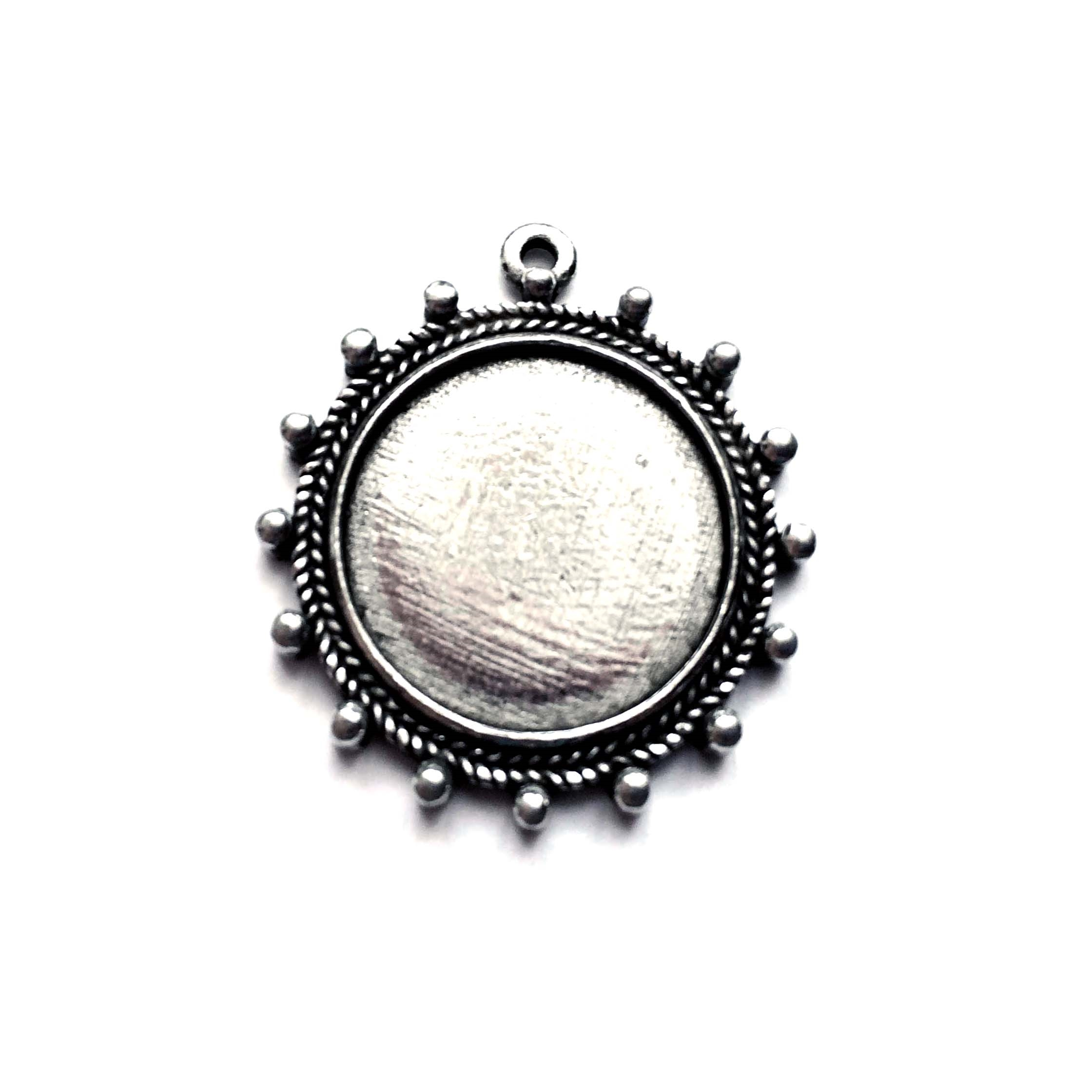 old silver, cameo pendant, 09751, lead free pewter, B'sue by 1928, silver plated pewter, antique, vintage jewelry parts, pewter jewelry parts, nickel free finish, made in the USA, 1928 Company, designer jewelry, B'sue Boutiques