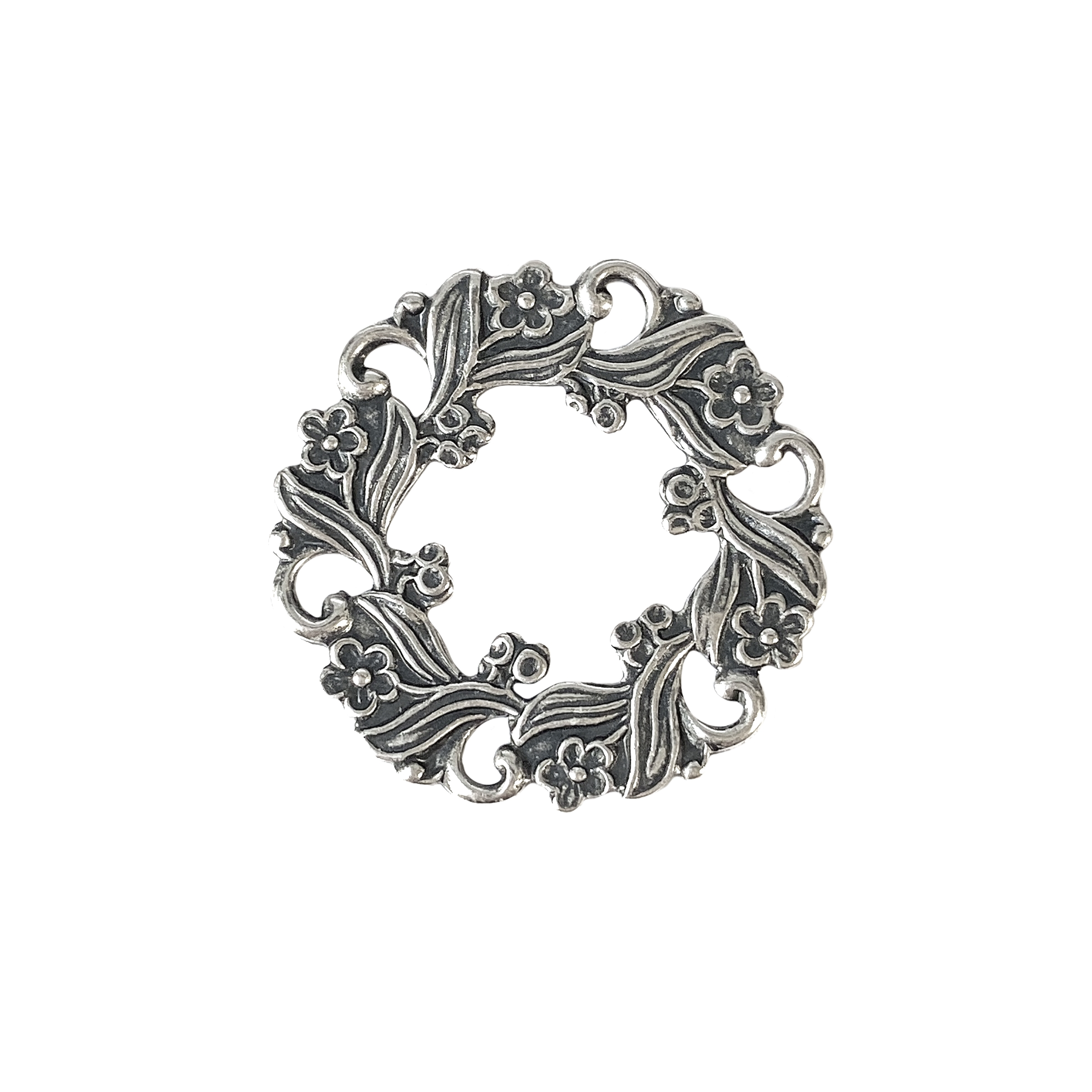 wreath, floral wreath, jewelry connectors, 03520, B'sue Boutiques, nickel free jewelry, US made jewelry, vintage jewellery supplies, jewelry making supplies, beading supplies, wiring supplies for jewelry making, silver plate