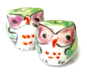 2pc porcelaine owl beads green