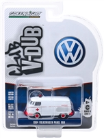 Greenlight - Club Vee V-Dub Series 9 - 1964 Volkswagen Panel Van Ambulance
