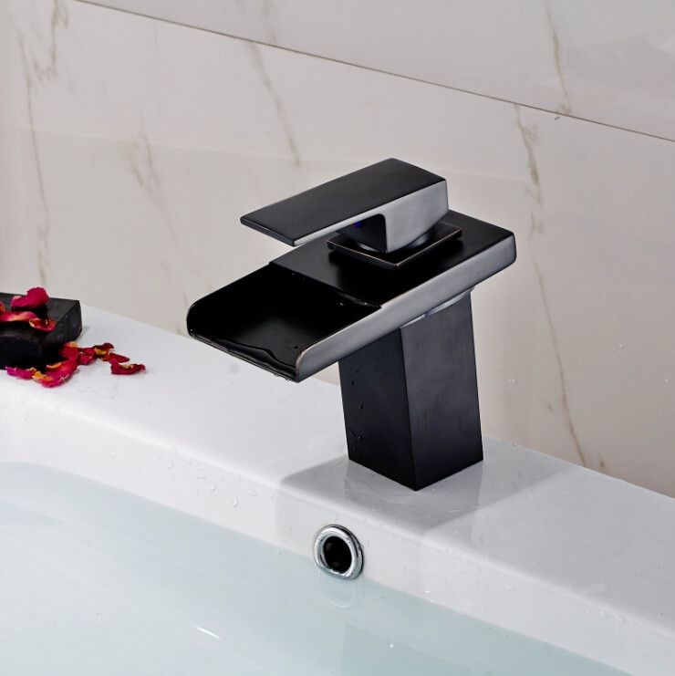 Oil Rubbed Bronze Deck Mounted Single Handle Bathtub Faucet.