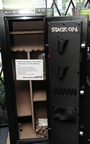 Stack-On ArmorGuard 18 Guns Safe w/ Door Storage (Electronic Lock ...