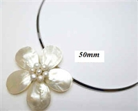 20670-3-16 MOP one flower pendant with Cable Necklace