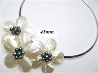20670-3-7 MOP 3 flowers Pendant with Cable Necklace