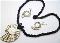 30391-17 Sea Shell Pendant w/Sea Beads Necklace& Earring Set