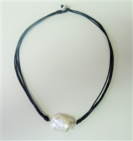 Marbi Pearl Pendant with Leather necklace 18""