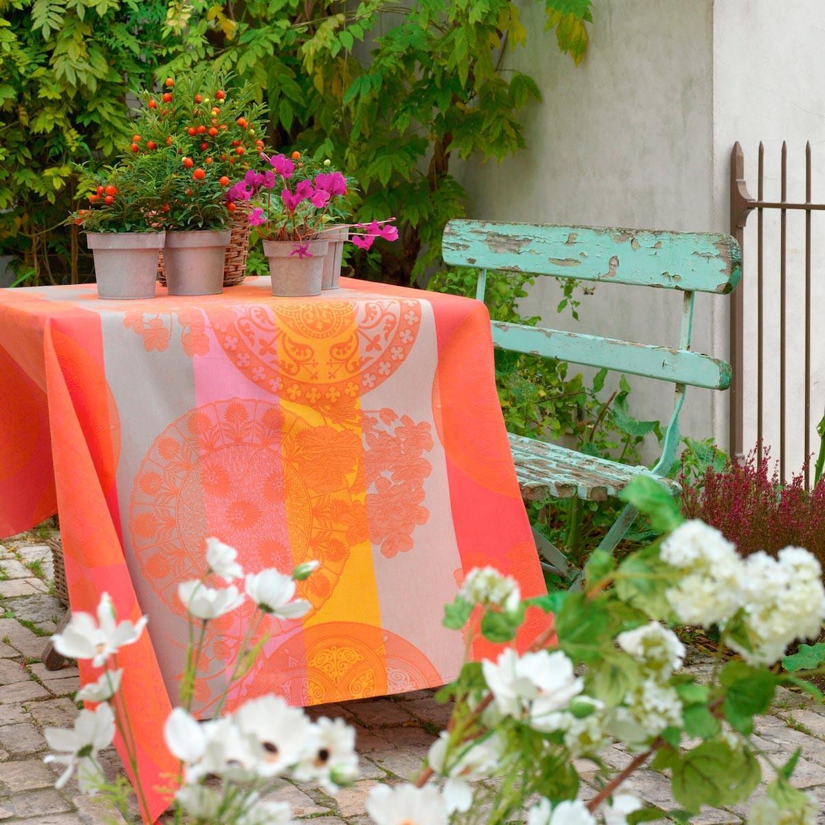 le jacquard francais fleurs gourmandes enduite table linens. Black Bedroom Furniture Sets. Home Design Ideas