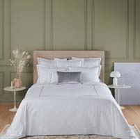 Victoire Fitted Sheet (Blanc (White)) by Yves Delorme