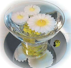 Mini floating daisy candles