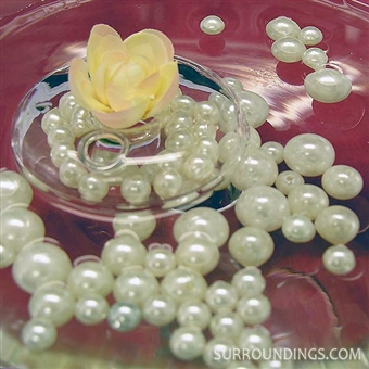 Decorative pearls in assorted sizes