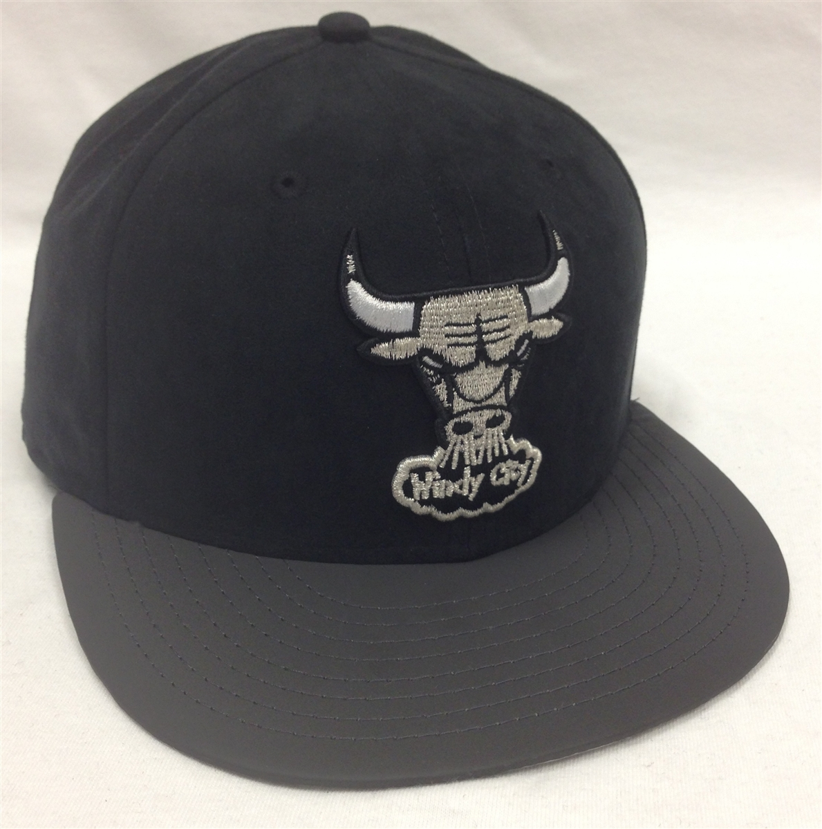 ba0d603ac8c New Era 59Fifty BF Suede Top Chicago Bulls Black   Charcoal Fitted ...