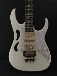 Ibanez Steve Vai Signature PIA3761 in Stallion White