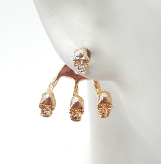 "23555H HAMMERED ""SKULL"" EARRING"