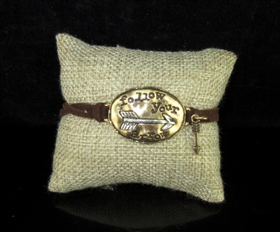 83171STO GOLD HAMMERED FOLLOW YOUR ARROW TOGGLE BRACELET