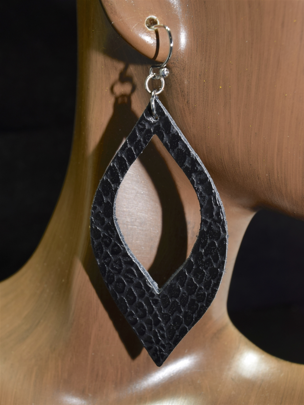 Snake earrings in leather