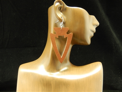 CE1132 OPEN ARROW LEATHER EARRING