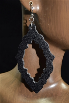 CE1135 LEATHER EARRINGS