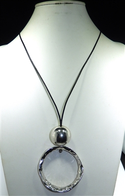 EN16200 OPEN // SOLID CIRCLE BALL NECKLACE