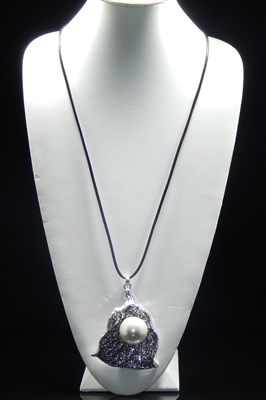 EN19844 HAMMERED ANTIQUE WITH PEARL NECKLACE