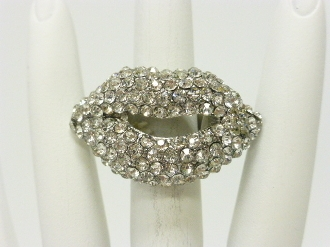 HR222  RHINESTONE LIP STRETCH RING