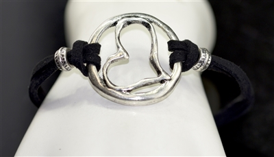 QB-6499 HAMMERED HEART TOGGLE BRACELET