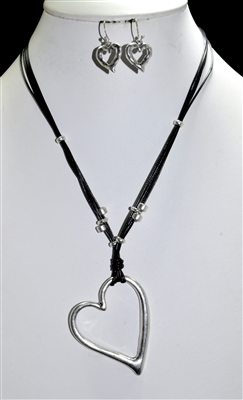 QNE-14351 HEART CORD NECKLACE SET