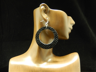 CE1125 OPEN CIRCLE LEATHER EARRINGS