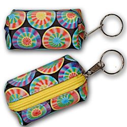 Lenticular purse key chain with rainbow wheels spin around on a dark blue background