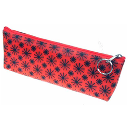 Lenticular Sobre  pencil case with black spinning wheels on red background, animation