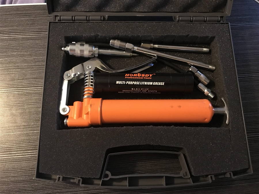 NEW AND FREE SHIPPING SMALL PORTABLE  PISTOL GRIP GREASE GUN