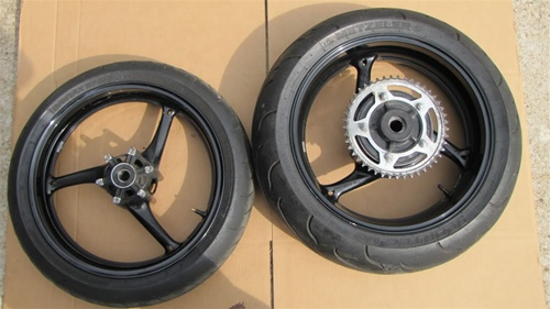 08-09 GSXR 600/750 Front and Rear Wheels, Tires, Sprocket Etc
