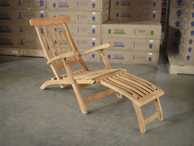 Charming Teak Ocean Deck Chair
