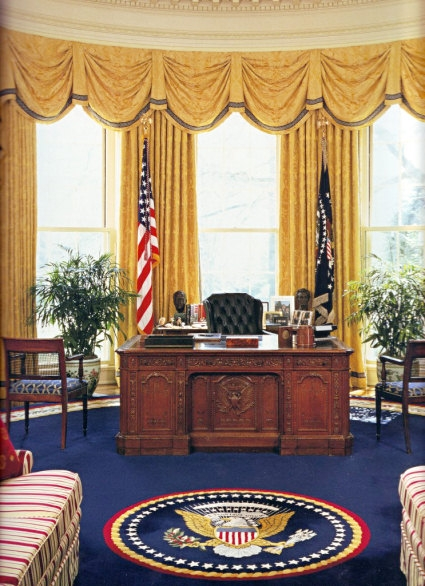 Fabulous The New American Hms Resolute Advanced Technology Desk With Secure Office Option And Replica Oval Office Is Designed For Elegance And Technological Download Free Architecture Designs Itiscsunscenecom