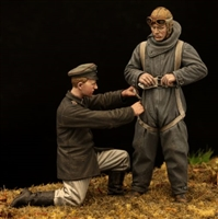 Model Cellar MC32029 - WWI German Pilot in Heinecke parachute harness (with mechanic)