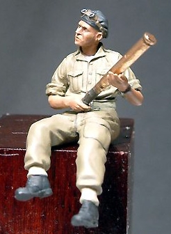 Wee Friends 35018  - Desert Re Arming Soldier No. 2